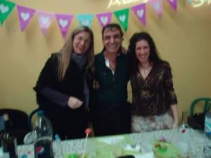 Los profes de Shalom, Karina (canto), Silvina(expresión) y Fredy (teatro).